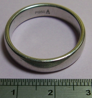 Platinum rings from www.lainson.eu