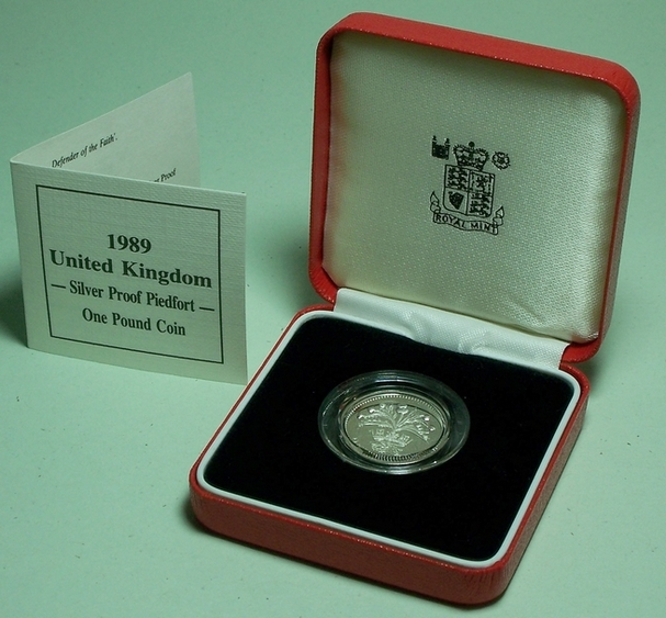 Picture of a Royal Mint 1989 silver piedfort �1 in box with CoA from www.lainson.eu